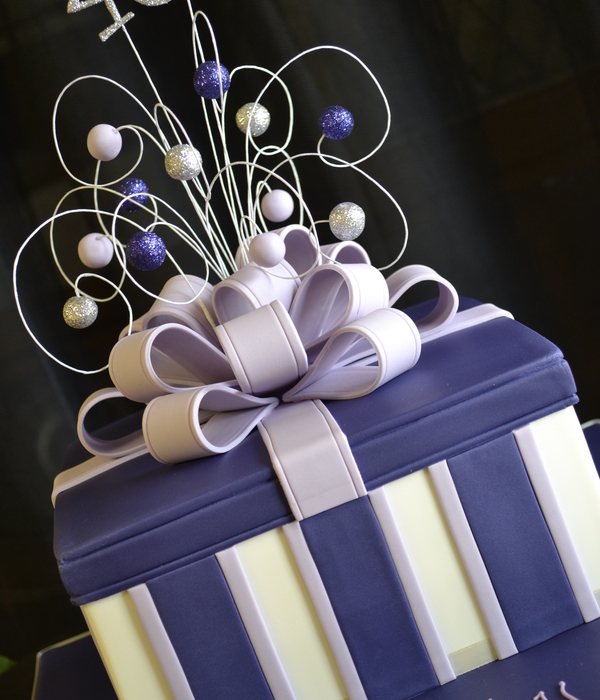 Top gift box cakes cakecentral purple gift box negle Images