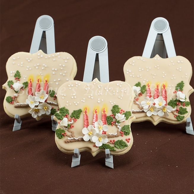 Picturesque Candle Light Sugar Cookie With Scroll Piping