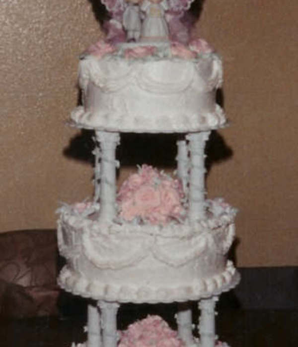 Precious Moments 3 Tier Stacked W/pillars Round White Cake...