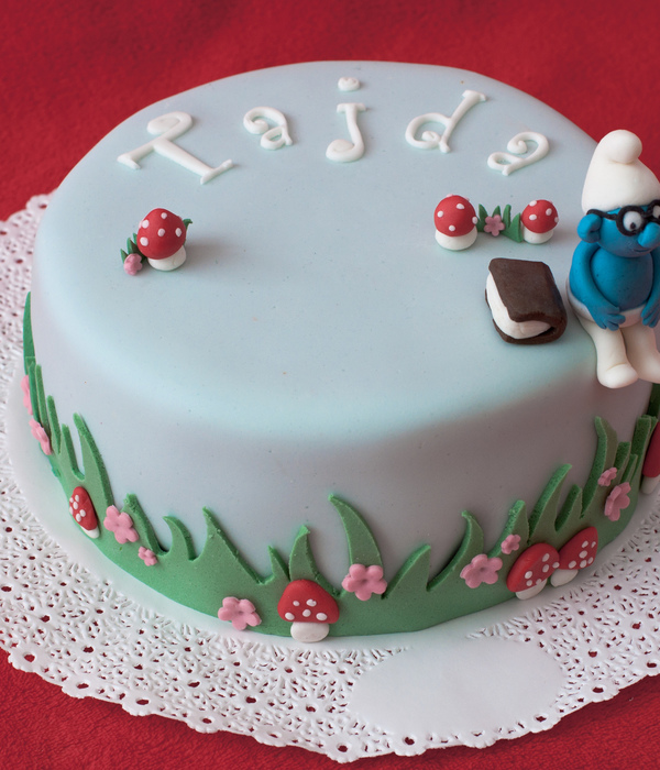 The Brainy Smurf Cake