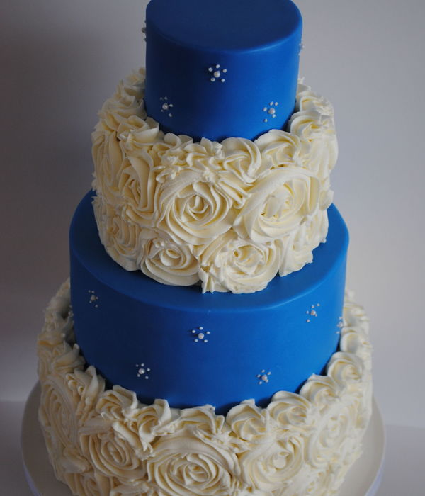 Royal Blue And Roses German Chocolate Cake With Coconut Pecan Filling And Chocolate Ganache Roses Are Vanilla Buttercream Tutorial By I