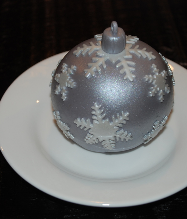 Christmas Ornament Bauble Cakes