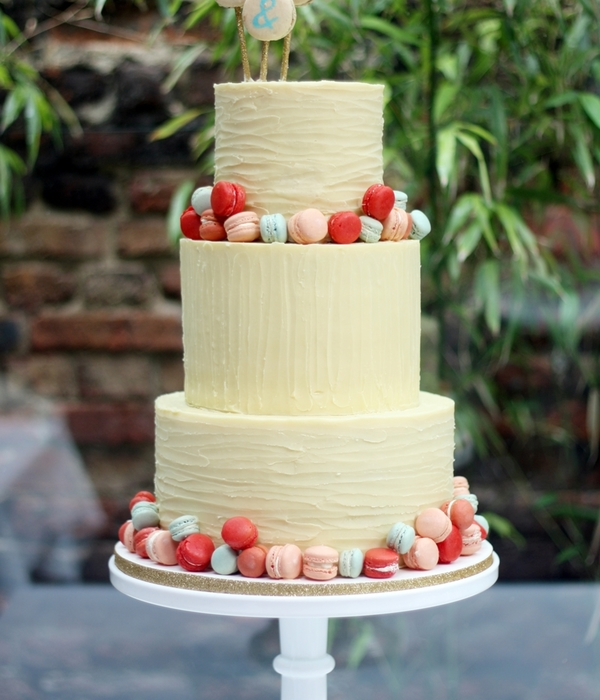 White Chocolate Ganache And Mini Macaron Cake