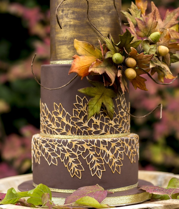 My Entry For The Cake Masters Autumn Cake Competition Uk In The Professional Category The Beautiful Colors In My Garden Gave Me The Inspir...