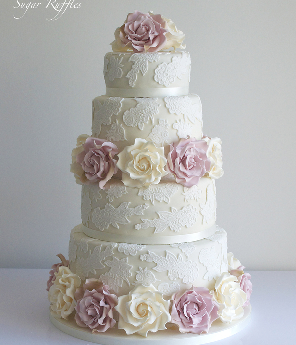 Lace Amp Roses Wedding Cake Ivory And Amnesia Roses