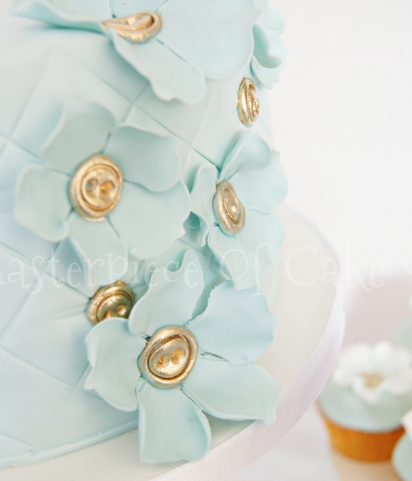 Button Wedding Cake & Cupcakes