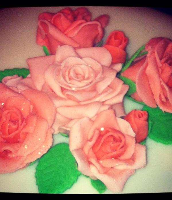 First Attempt At Roses Using Gumpaste Cracked A Little At...