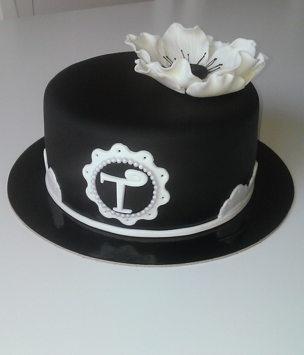 Anemone Black Birthday Cake