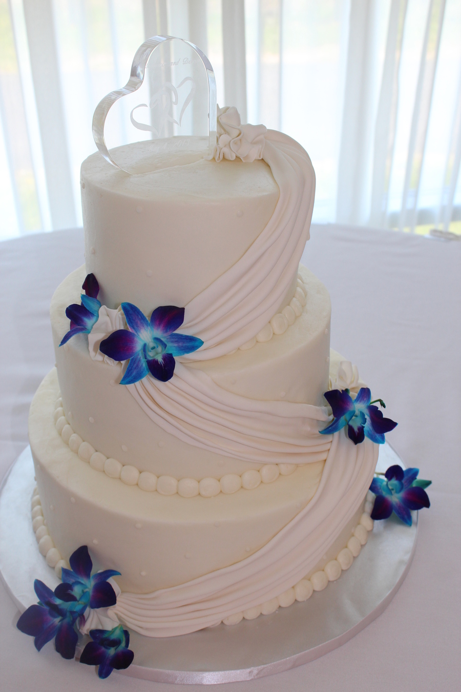 buttercream wedding cake with fresh orchids. Black Bedroom Furniture Sets. Home Design Ideas