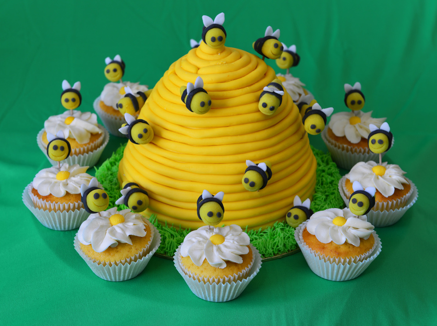 Bee Hive Bees With Cupcakes And Daisies on Cake Central