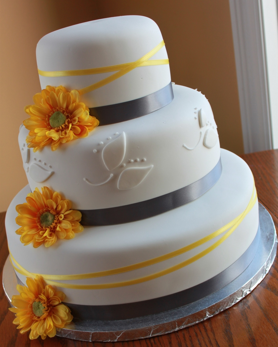 yellow and gray wedding cake pictures yellow and charcoal wedding cake cakecentral 27685