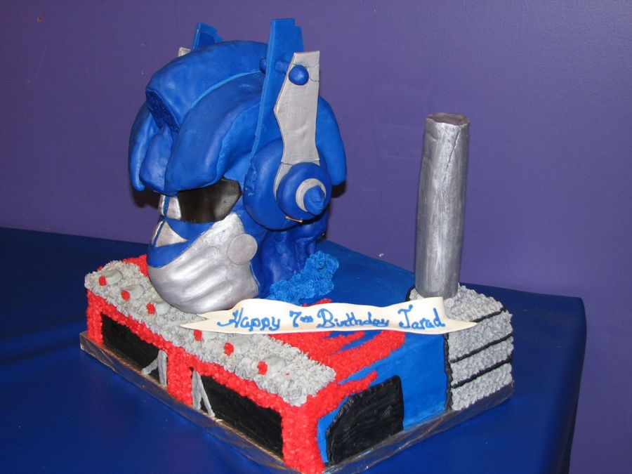 Optimus Prime  on Cake Central