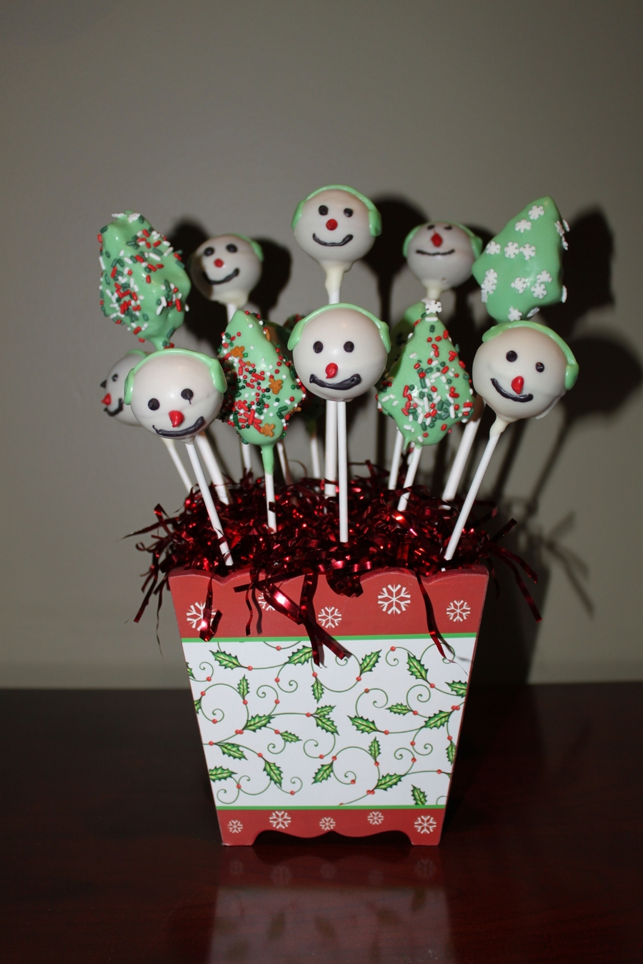 Christmas Cakepops on Cake Central