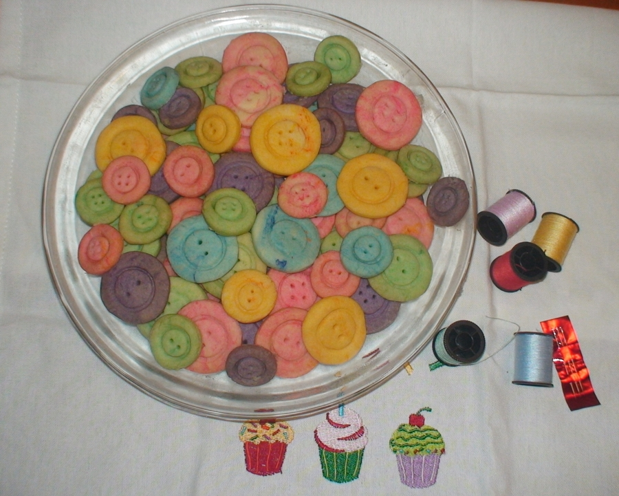 Buttons on Cake Central