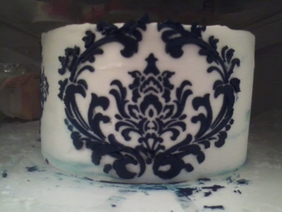 Navy Stenciling on Cake Central