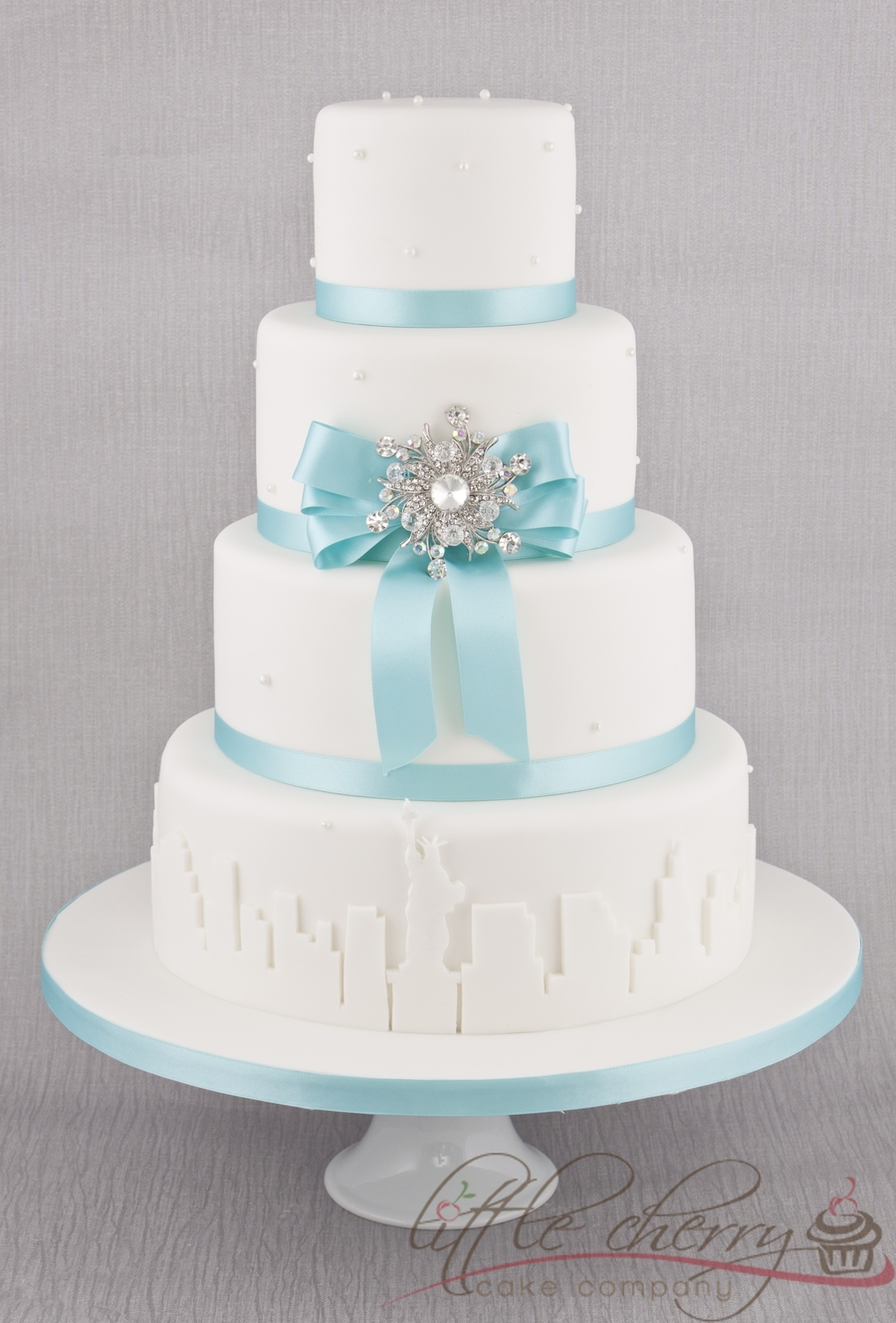 tiffany blue and white wedding cakes new york skyline breakfast at tiffanys cake cakecentral 20996