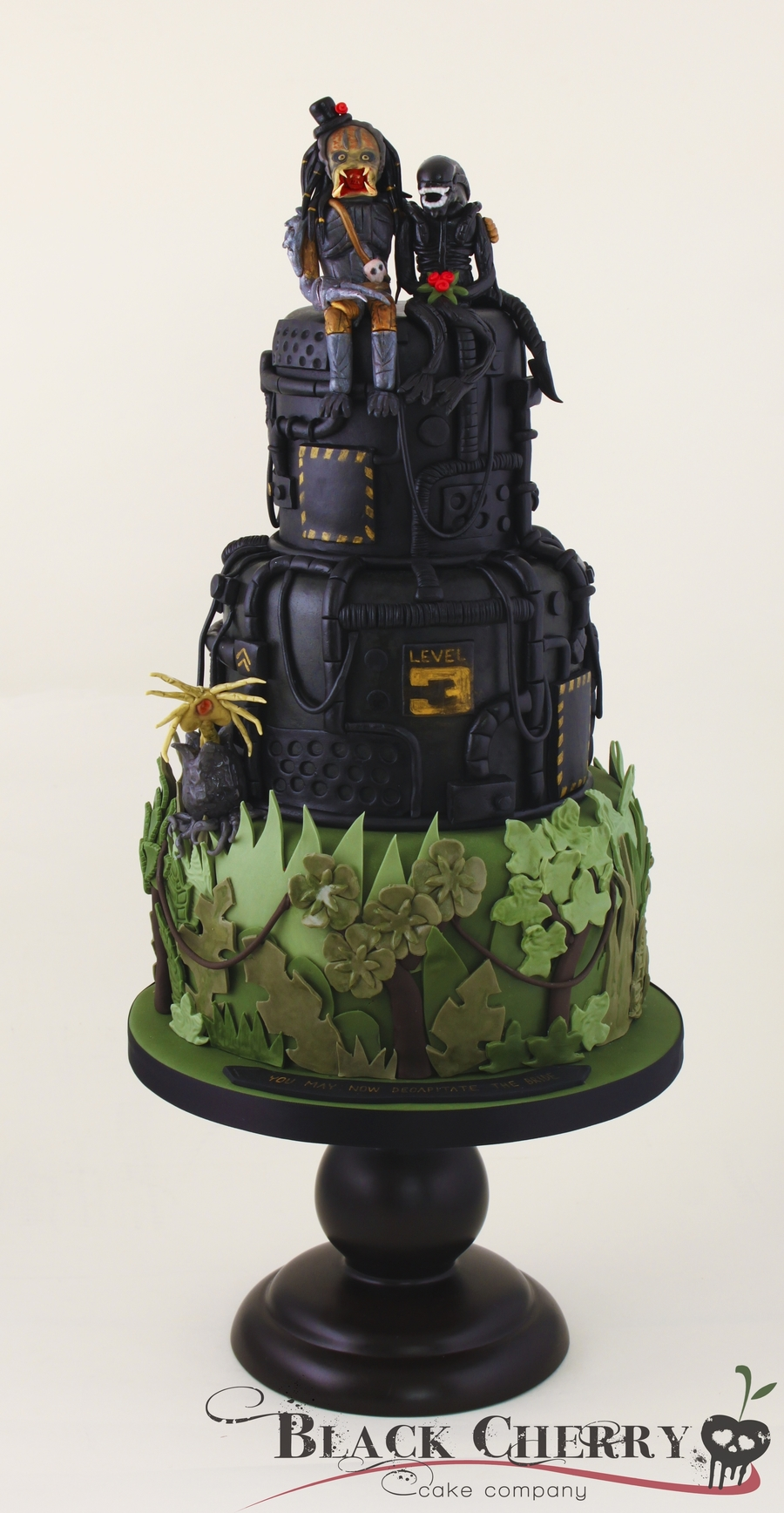 Alien Loves Predator Wedding Cake on Cake Central