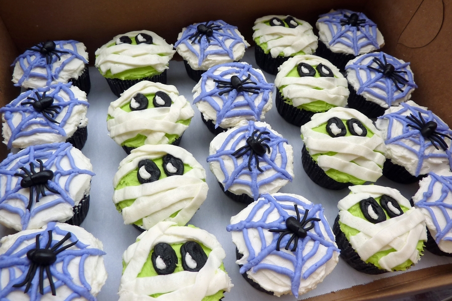 Mummy And Spiderweb Cupcakes on Cake Central