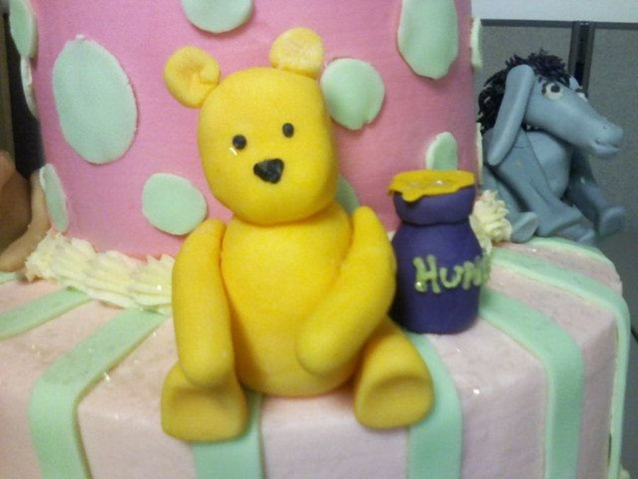 Pooh Close Up  on Cake Central