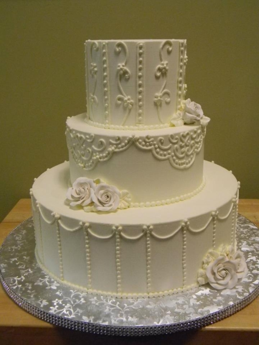 White Piping  on Cake Central