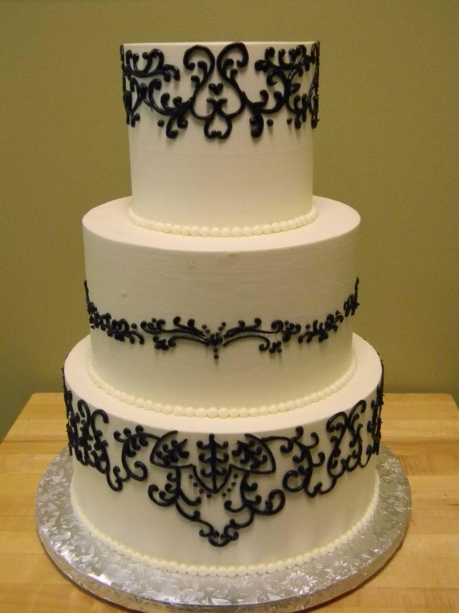 Black Piping  on Cake Central