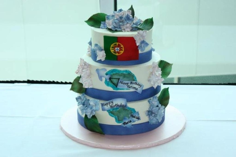 Azores Hydrangea Cake  on Cake Central