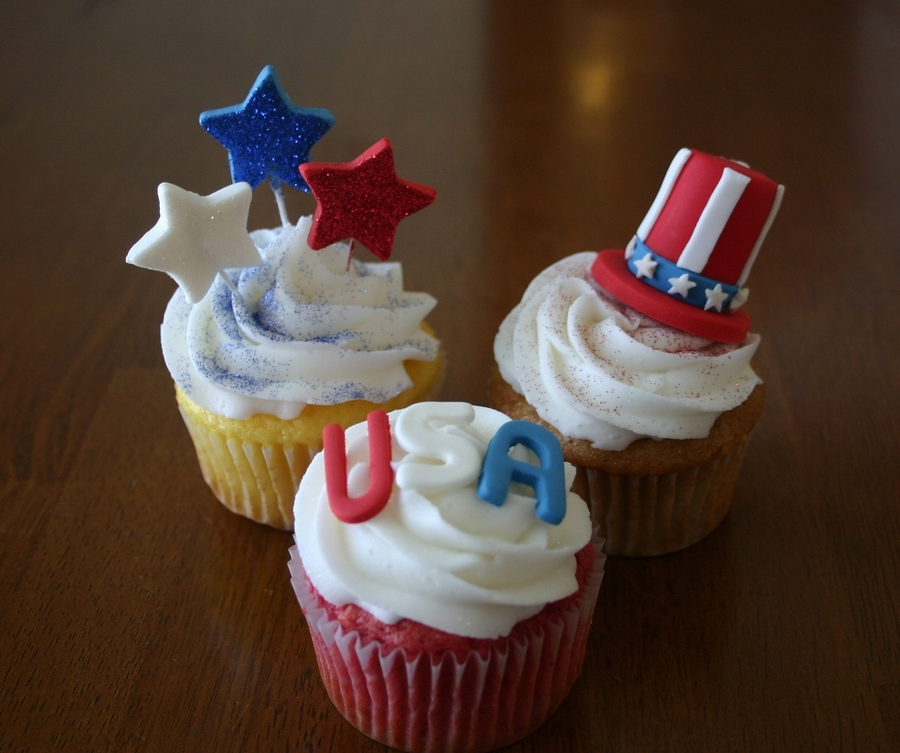 Red, White, And Blue Cupcakes on Cake Central
