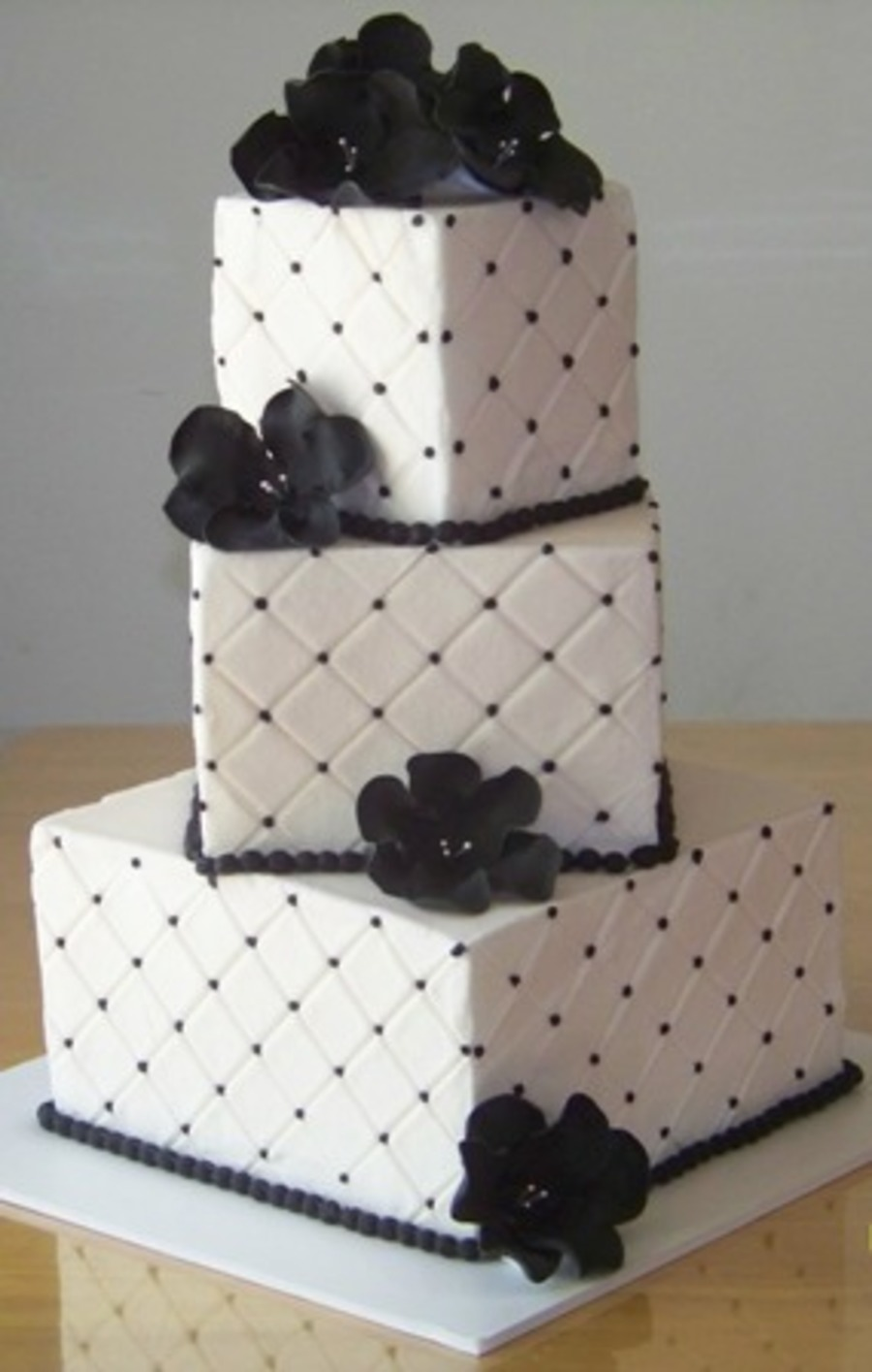 3 Tier Sq Black And White on Cake Central
