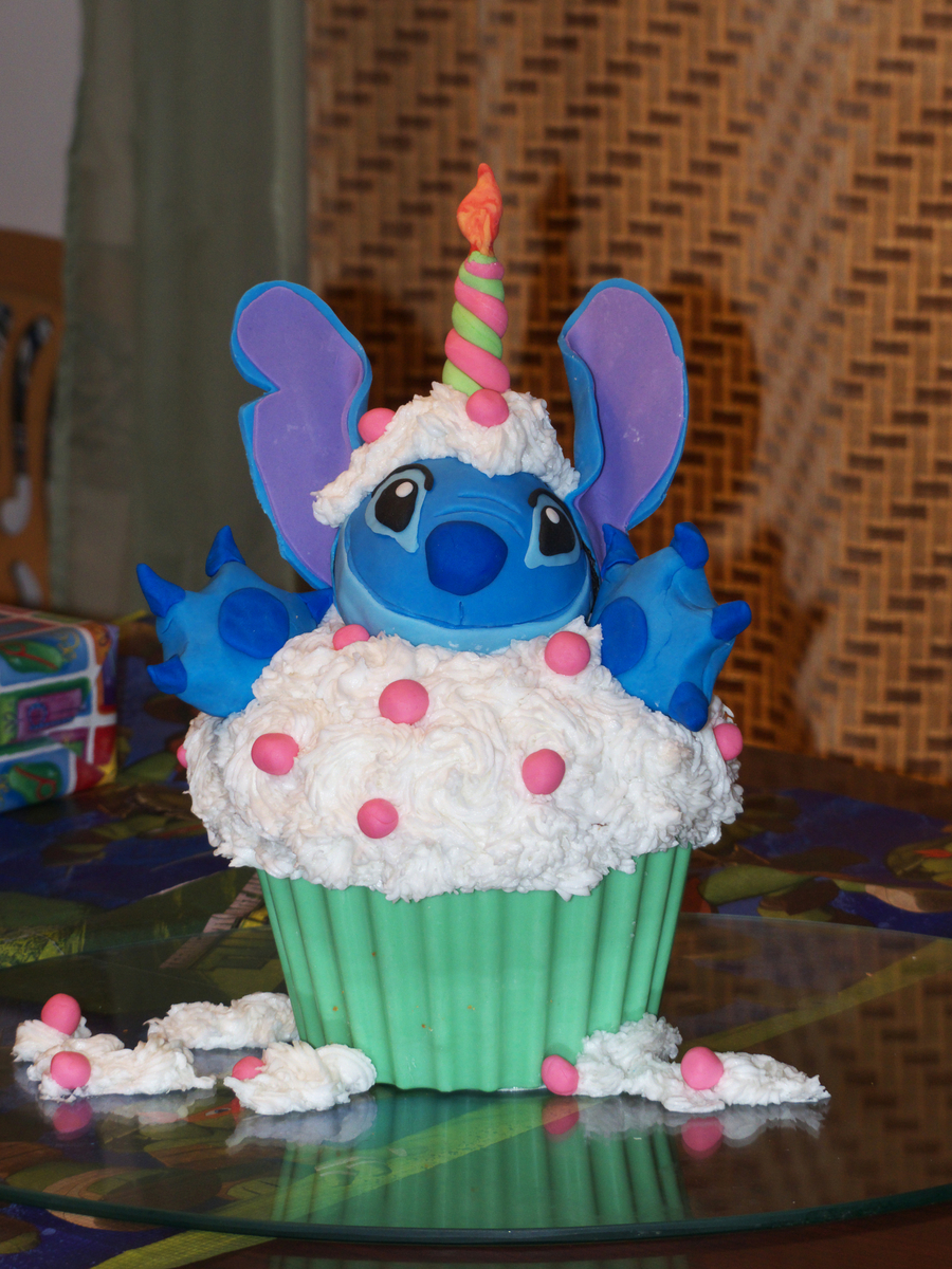 I Made This Cake For My Sister Who Is A Huge Stitch Fan