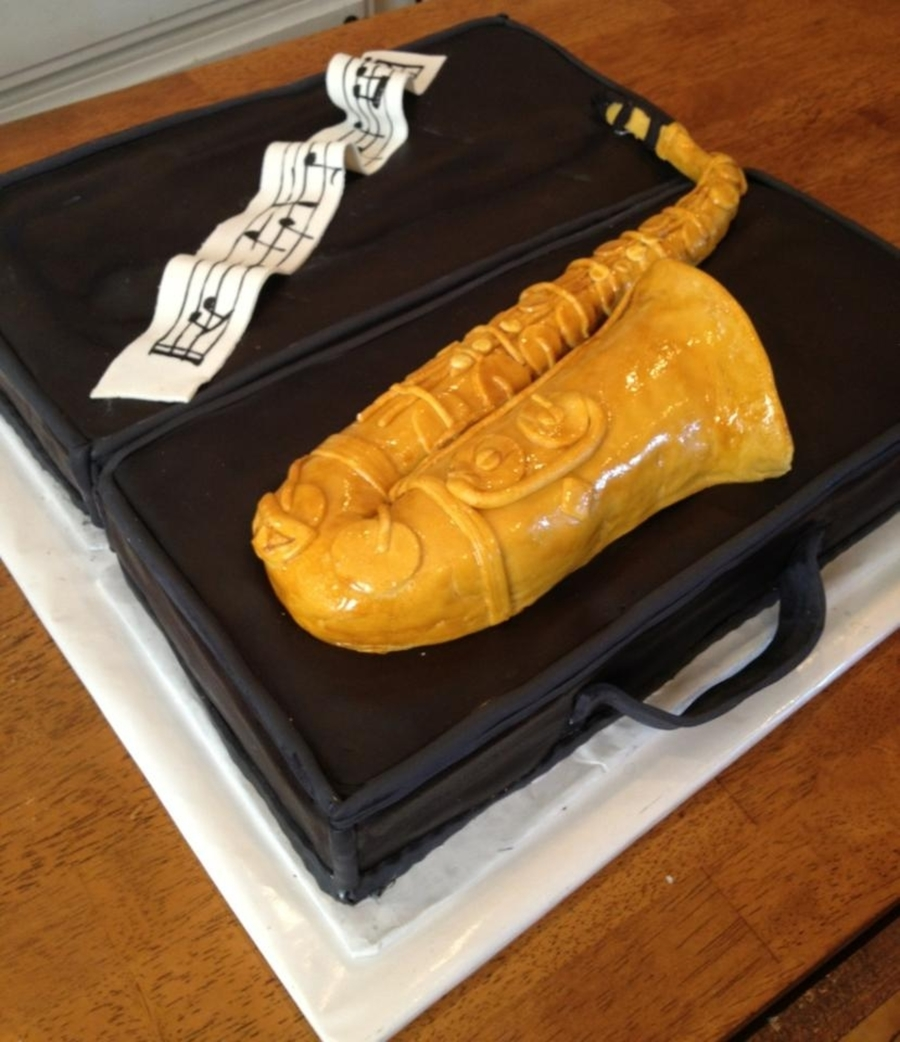Alto Saxophone on Cake Central
