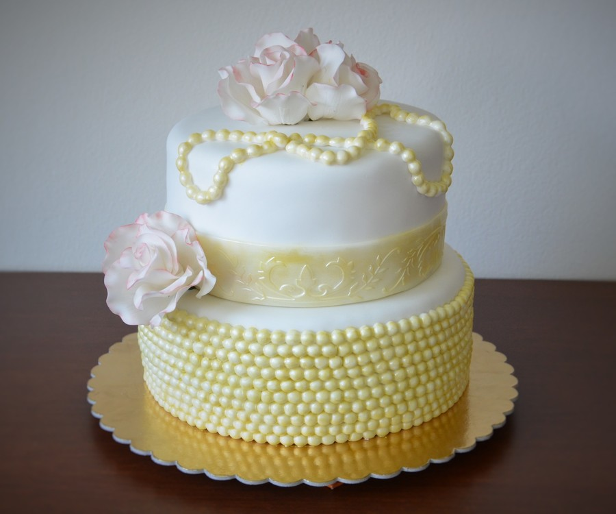 Pearls With Roses on Cake Central