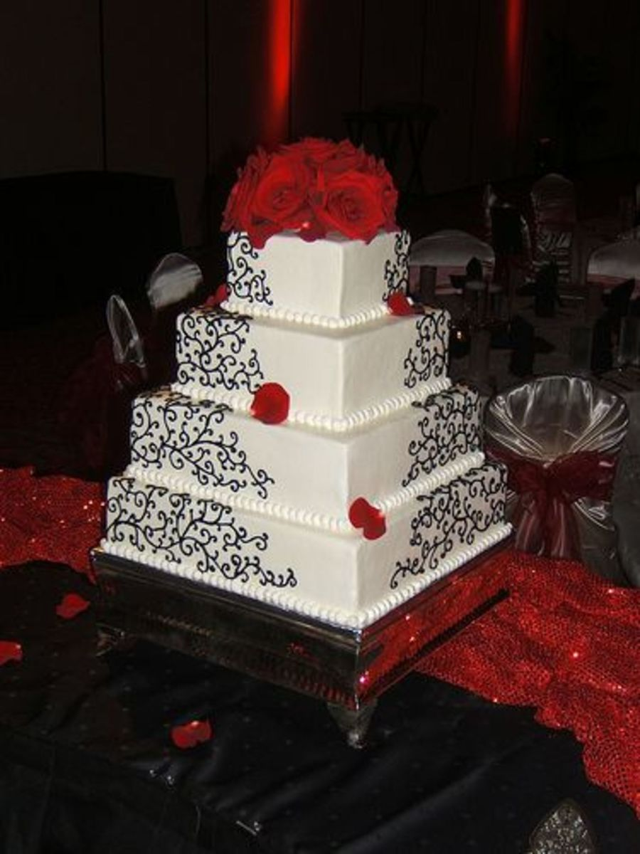 Cake Decorating Store In Mesa Az : Black Scrolls On White Wedding Cake - CakeCentral.com