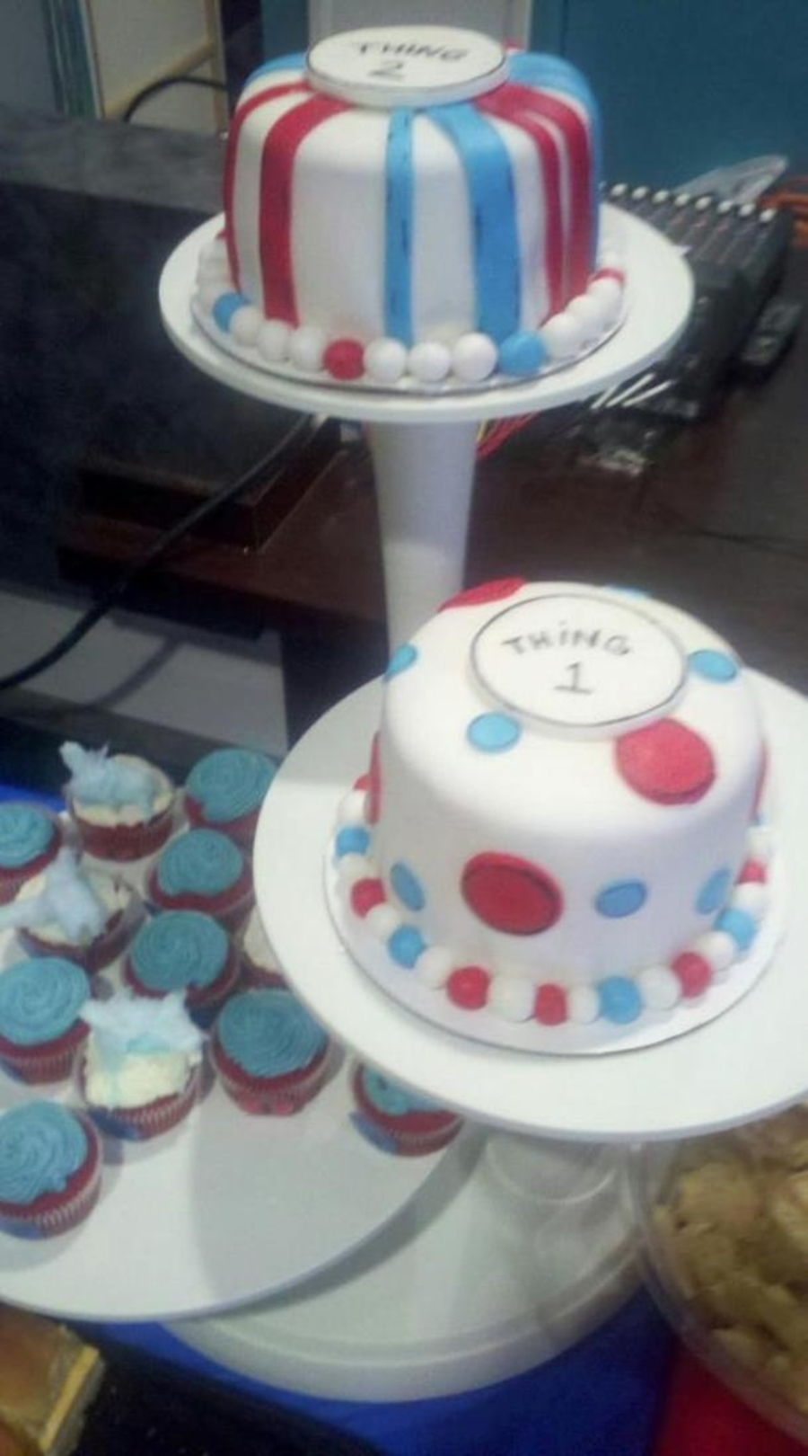 thing 1 and thing 2 baby shower cakes