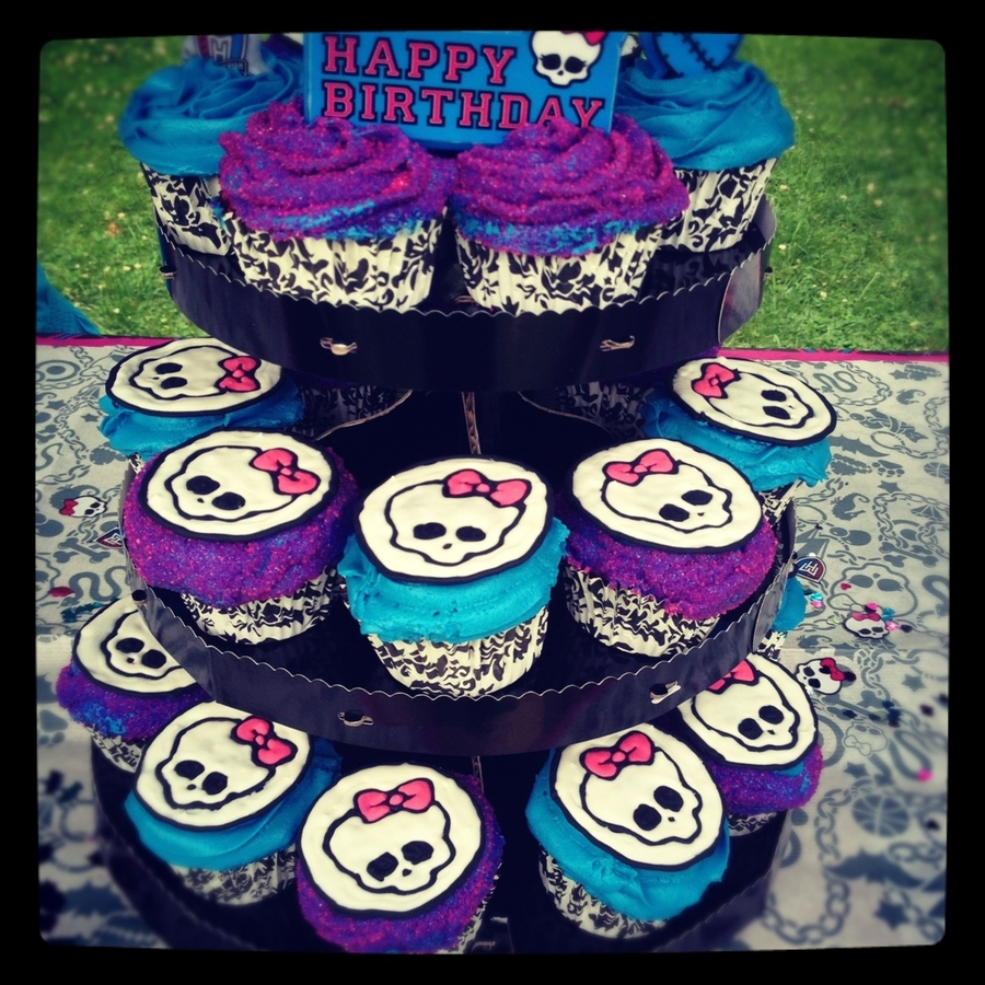 Pleasant Monster High Cupcakes Cakecentral Com Personalised Birthday Cards Beptaeletsinfo
