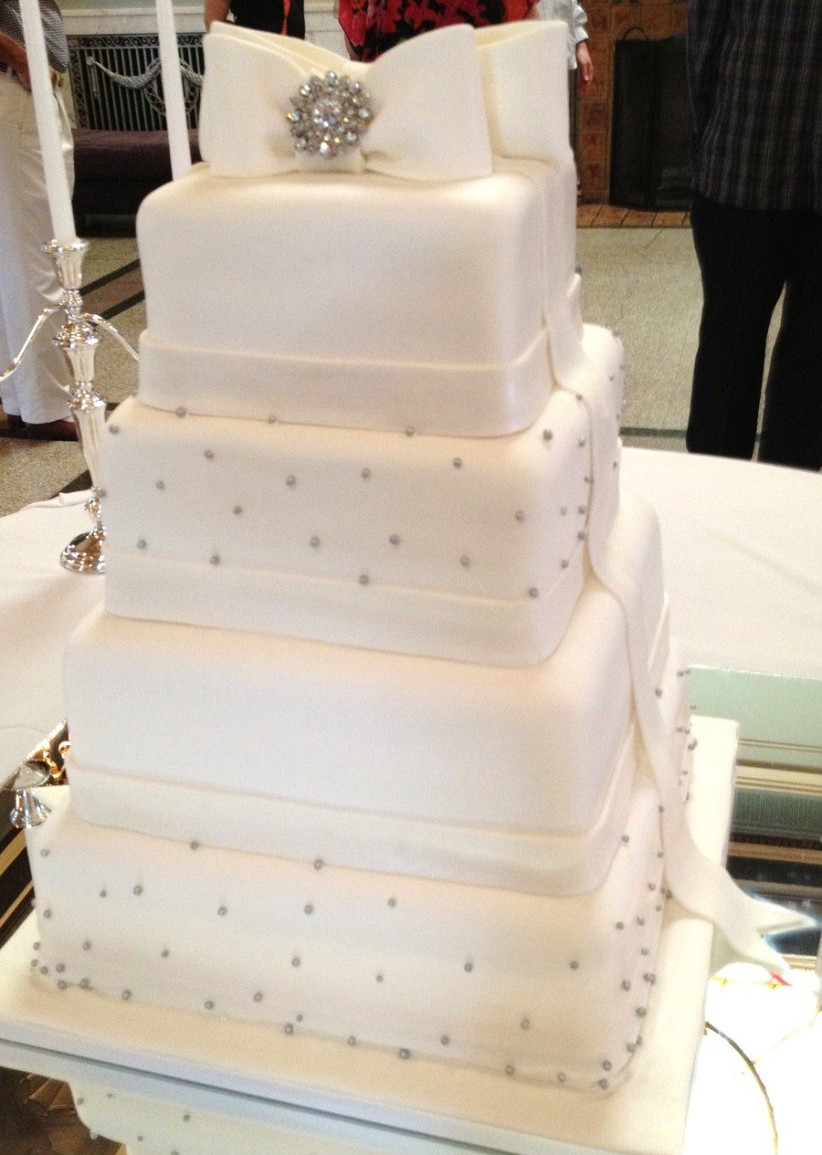 Elegant Ribbon And Brooch  on Cake Central