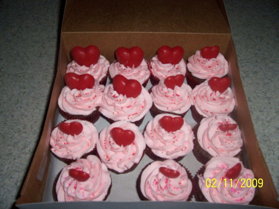 Valentines_Cupcakes_2009_2.jpg on Cake Central