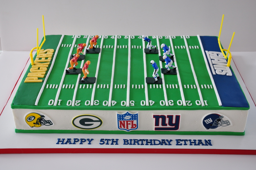 Cake Decorating Football Field : Football Field Cake - CakeCentral.com