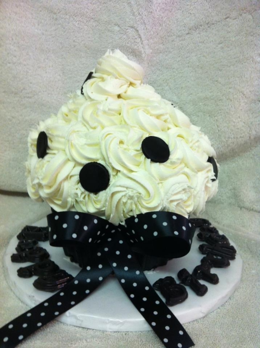 Black/ White Giant Cupcake on Cake Central