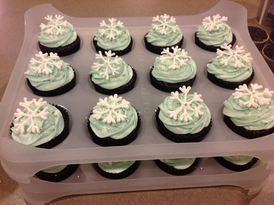 Snowflake Cupcake  on Cake Central