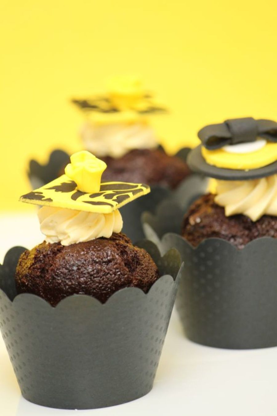Black Yellow Cupcakes Modern on Cake Central
