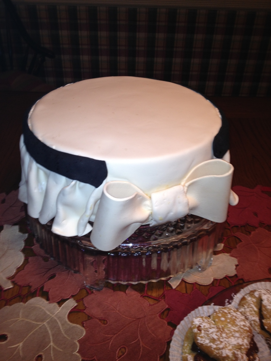 Skirted Bow on Cake Central