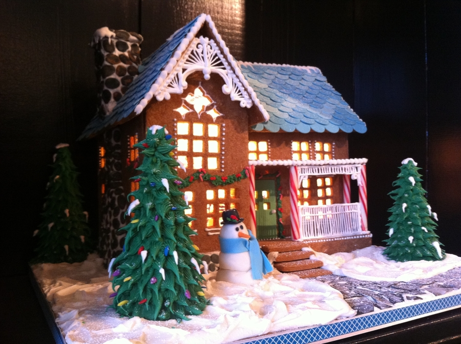 Birchgrove Gingerbread House 2011 on Cake Central