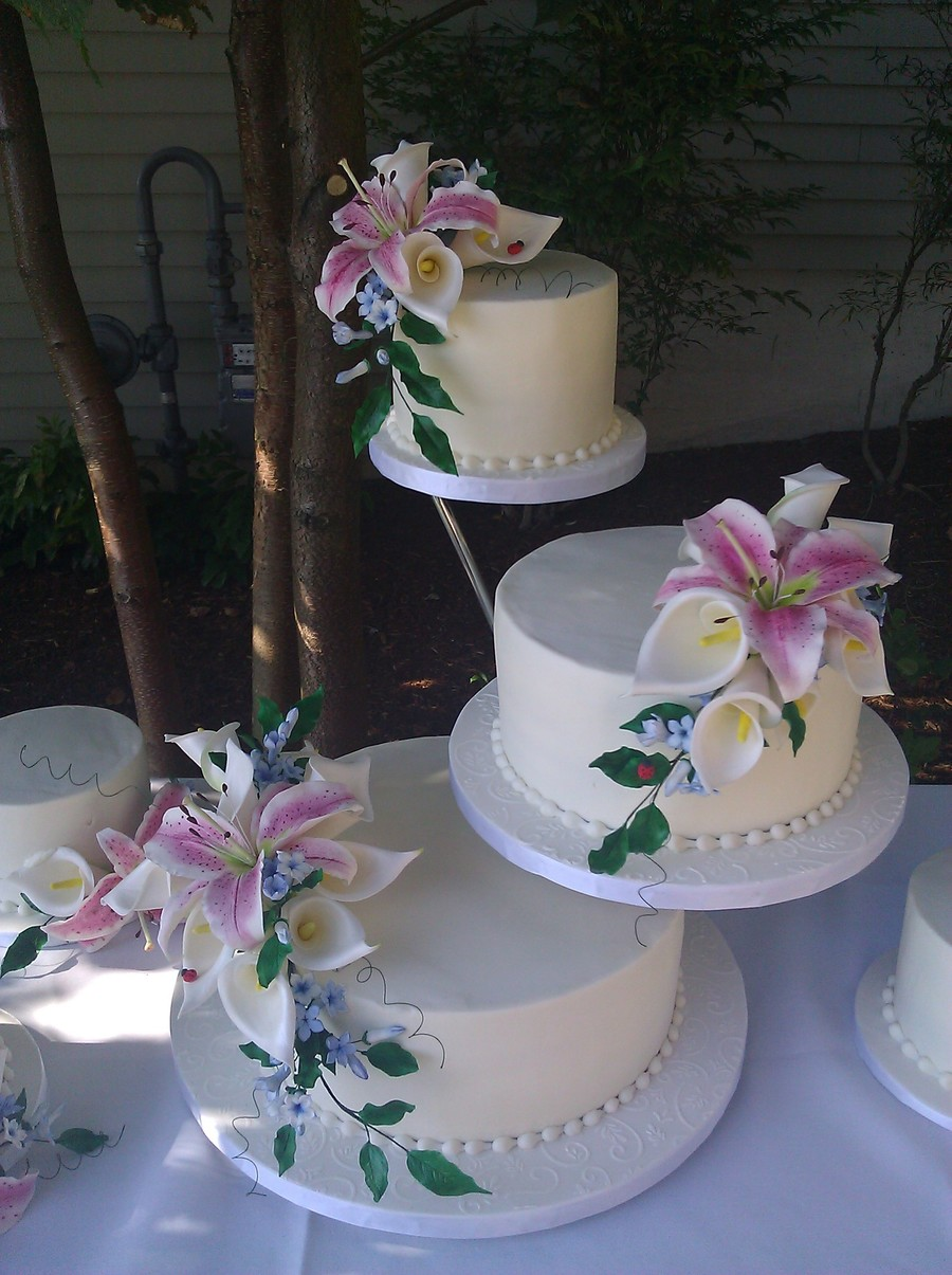 Butter Cream Cake With Sugar Stargazer Lilies Calla