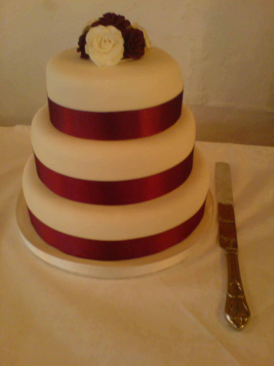 ivory and burgundy wedding cakes burgundy and ivory wedding cake cakecentral 16536