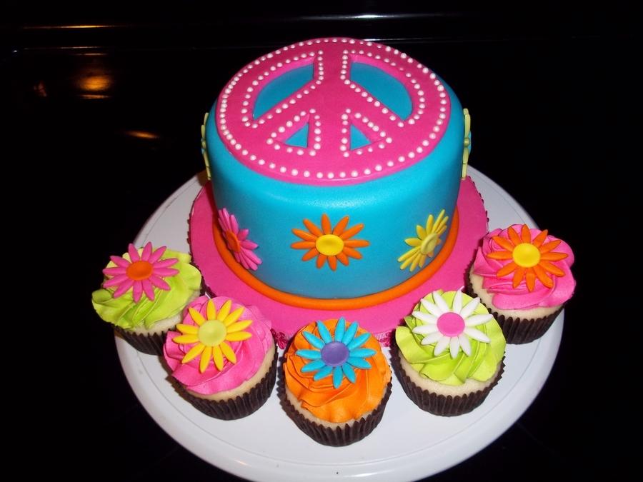 Cake Decorating Ideas Peace Sign : Peace Sign Cake - CakeCentral.com