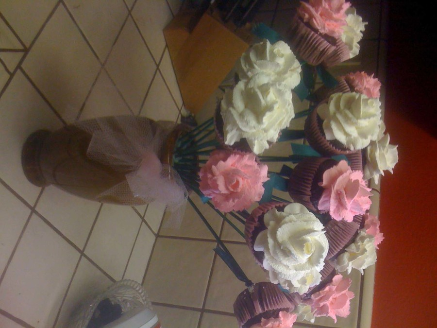 Pink And White Rose Cupcake Bouquet on Cake Central