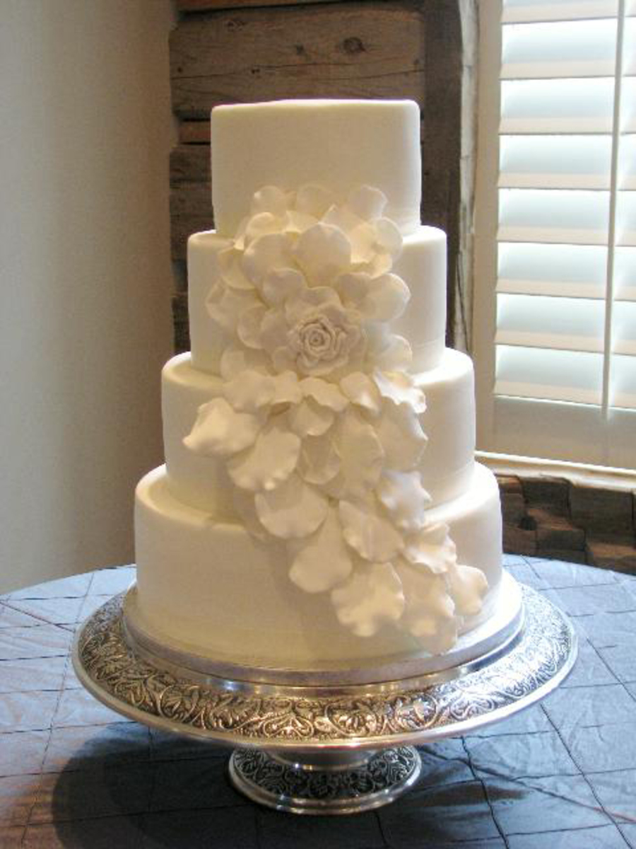 3 tier wedding cake with cascading roses cascading wedding cake cakecentral 10341