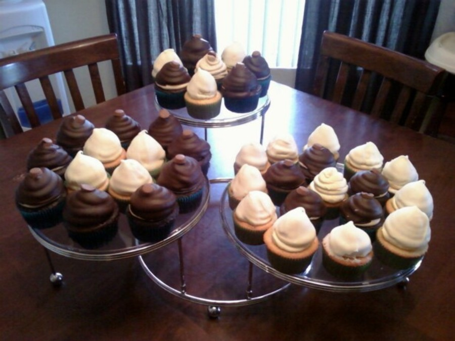 Chocolate And White Chocolate Cupcakes on Cake Central