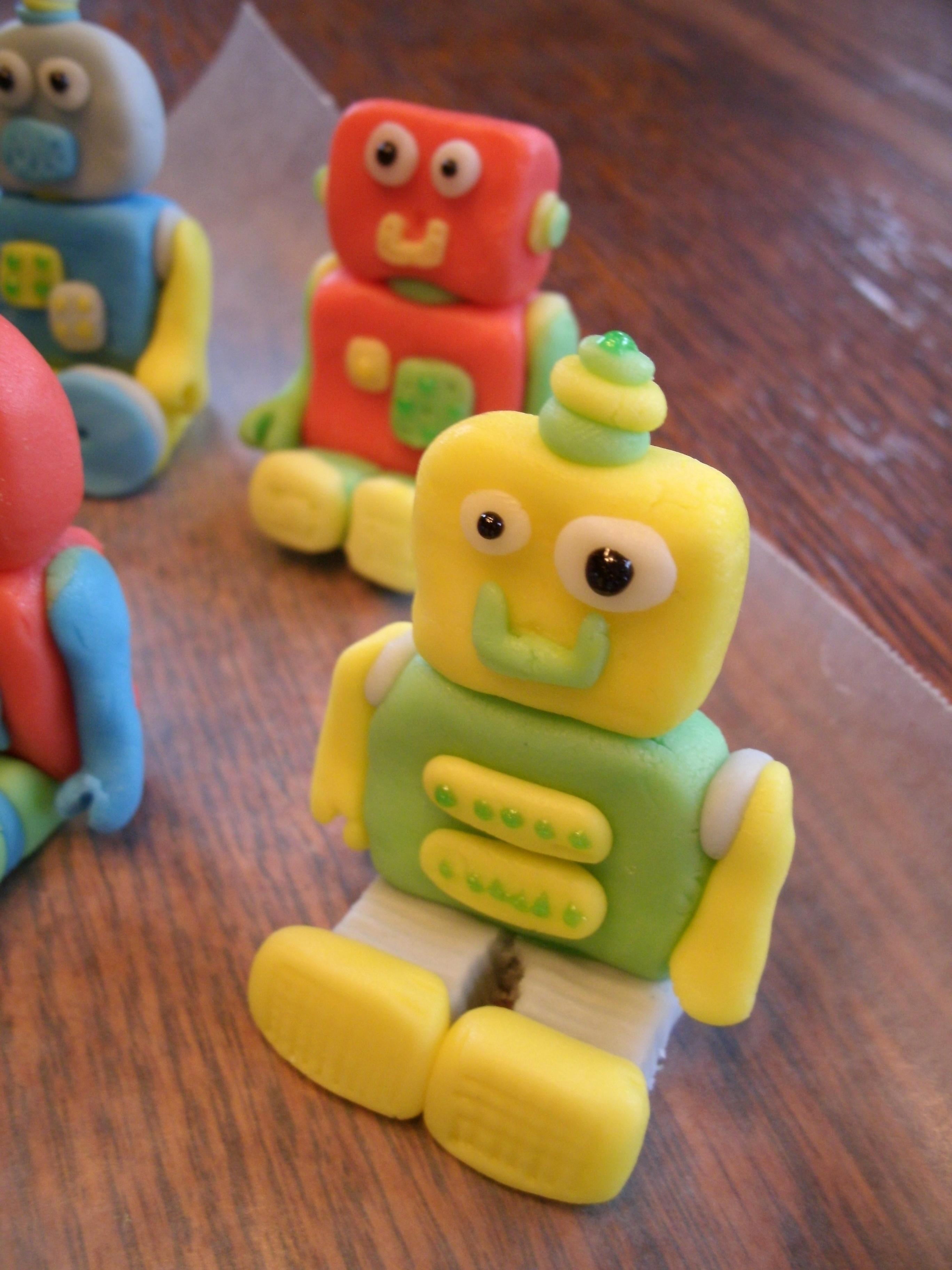 Edible Robot Cake Toppers