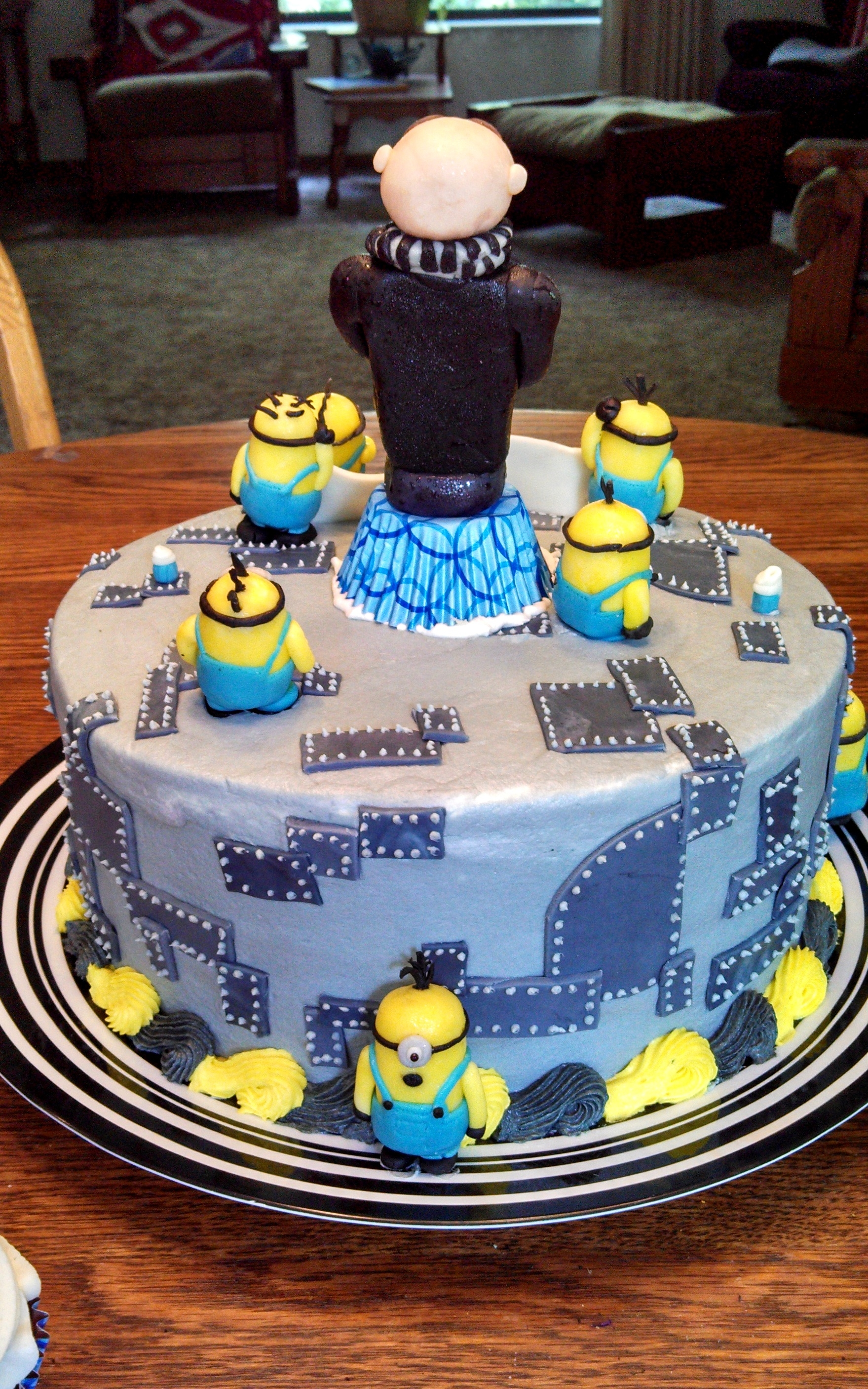Despicable Me Cake Decorations
